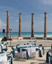 Seven columns Krystal Cancún Hotel Cancún